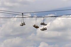 Zapatos tenis en territorio de la cuadrilla Fotografía de archivo