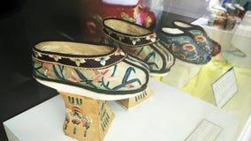 Zapatos tradicionales chinos de las señoras Imágenes de archivo libres de regalías