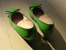 Zapatos verdes retros Fotografía de archivo libre de regalías