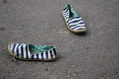 zapatos viejos de los cabritos Fotografía de archivo libre de regalías