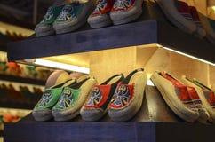 Zapatos viejos del paño de Pekín Foto de archivo libre de regalías