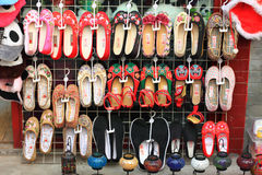 Zapatos viejos del paño de Pekín Fotos de archivo