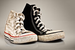 Zapatos viejos grandes y pequeños del deporte Foto de archivo libre de regalías