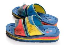 Zapatos viejos sucios de la playa Fotos de archivo