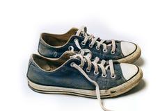 Zapatos viejos y sucios aislados en el fondo blanco Fotos de archivo libres de regalías