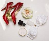 Zapatos y accesorios rojos Fotografía de archivo