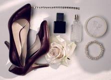 Zapatos y accesorios rojos Imagen de archivo libre de regalías
