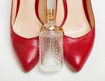 Zapatos y accesorios rojos Fotografía de archivo libre de regalías