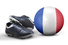 Zapatos y balón de fútbol en estudio Fotos de archivo libres de regalías