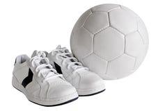 Zapatos y bola del deporte Imagen de archivo