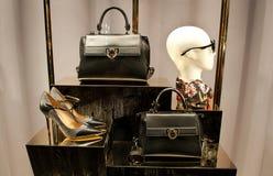 Zapatos y bolsos de las mujeres de Ferragamo Fotografía de archivo