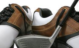 Zapatos y club del golf Fotos de archivo libres de regalías