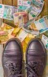 Zapatos y dinero Imagen de archivo libre de regalías