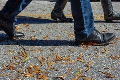 Zapatos y el caminar de las botas Imágenes de archivo libres de regalías