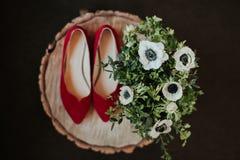 Zapatos y flores Fotografía de archivo