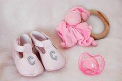 Zapatos y juguetes 2 fotografía de archivo libre de regalías
