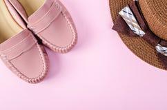 Zapatos y mujeres del sombrero Foto de archivo libre de regalías