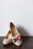 Zapatos y ojal beige Foto de archivo libre de regalías