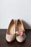 Zapatos y ojal beige Imagen de archivo