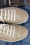 Zapatos y pantalones vaqueros Fotografía de archivo libre de regalías