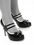 Zapatos y piernas atractivos Fotos de archivo libres de regalías