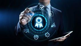 Zapewnienie jakości, gwarancja, standardy, ISO certyfikat i normowania pojęcie, zdjęcie royalty free