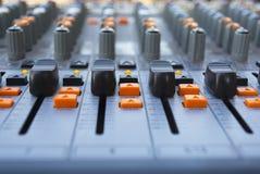 Zapina wyposażenie w audio nagrania plenerowym studiu orang zdjęcia stock