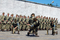 ZAPORIZHIA, УКРАИНА - 3-ье июня 2017: Сразите прием солдат сил специального назначения Украины на острове Khortytsya Стоковая Фотография RF