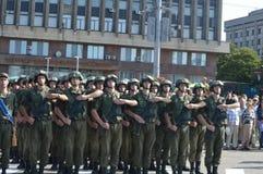 ZAPORIZHIA, de OEKRAÏNE 24 Augustus, 2016: Onafhankelijkheidsdag van de Oekraïne Militair maart van het leger van de Oekraïne royalty-vrije stock afbeelding