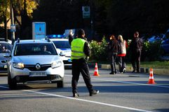 ZAPORIZHIA, UCRÂNIA 10 de outubro de 2017: A polícia trabalha no acidente de trânsito Cause um crash o carro foto de stock