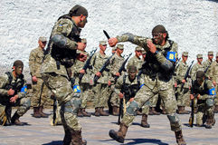 ZAPORIZHIA UKRAINA, Czerwiec, - 3, 2017: Bojowy przyjęcie Ukraina jednostek specjalnych żołnierze na Khortytsya wyspie Obraz Stock