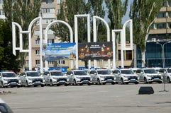 ZAPORIZHIA, UKRAINA Czerwiec 6, 2017: Mitsubishi samochody policyjni przy solenną ceremonią na kwadracie w ZAPORIZHIA, UKRAINA Zdjęcia Royalty Free