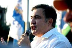 ZAPORIZHIA UKRAINA - September 21, 2017: Mikheil Saakashvili politiskt möte med folk i fyrkant i mitt av den Zaporizhia staden arkivfoto
