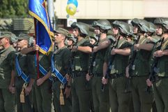 ZAPORIZHIA, UKRAINA Sierpień 24, 2016: Dzień Niepodległości Ukraina Militarny marsz Ukraina wojsko obrazy stock