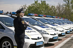 ZAPORIZHIA, UKRAINE - 16 AVRIL 2016 : Voitures de police ukrainiennes à la cérémonie de prendre un serment par les membres de la  Images libres de droits