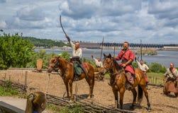 ZAPORIZHIA, UKRAINE-JUNE 21: Ukraińscy kozaczkowie 21, 2014 w Zapo fotografia stock