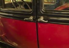 Zaporizhzhia, Ucrânia, outubro, 03, 2017 - museu de carros retros, exterior de Ford velho imagens de stock royalty free