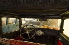 Zaporizhzhia, Ucrânia, outubro, 03, 2017 - museu de carros retros, na cabine de Ford velho imagem de stock royalty free