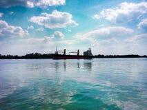 Zaporoska rzeka na tle statek zdjęcie stock