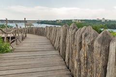 Zaporozhskaya Sich byggnader på den Khortytsia ön, Ukraina royaltyfri bild