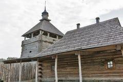 Zaporozhskaya Sich byggnader på den Khortytsia ön, Ukraina arkivbild