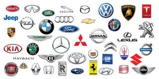 ZAPOROZHYE, UCRANIA - 20 DE DICIEMBRE DE 2017: Colección de los logotipos de diversas marcas de coches, impresas en el papel ilustración del vector