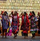 Zapotec女性舞蹈家在瓦哈卡,墨西哥 免版税库存照片