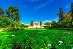 Zappeion sala w obywatelu uprawia ogródek w Ateny, Grecja Zappeion megaro jest neoklasycznym budynek wystawy i konferenci centem zdjęcie stock