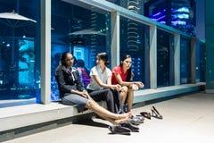 Zapracowani ludzie biznesu po godziny odpoczywać Zdjęcia Stock