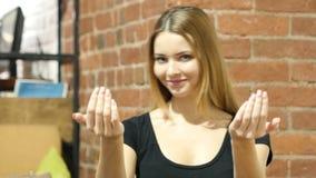 Zapraszający kobietą, zaproszenie gest, Salową zbiory