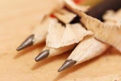 Zapraweni ołówki na drewnianym tła zbliżeniu Obraz Stock