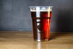Zaproszenie studencki piwa przyjęcie Szkło tani rzemiosła piwo obraz royalty free