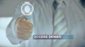 Zaprzeczający i biznesmenie przechodzi biometryczną weryfikację z odcisku palca przeszukiwaczem ilustracja wektor
