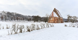 老哥特式教会,冬天风景, Zapyskis,立陶宛 图库摄影